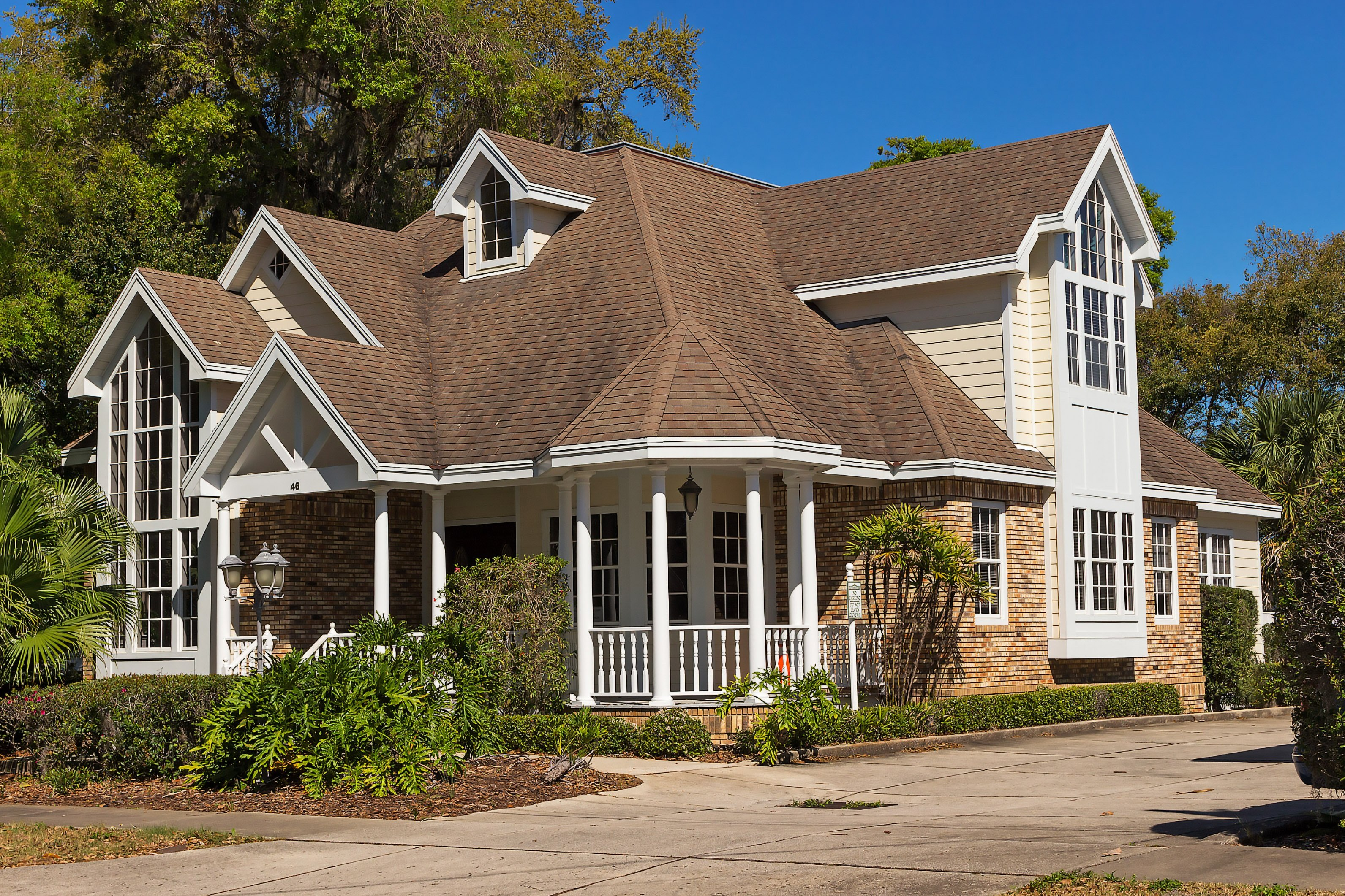 How to Pick the Right Shingle Color for Your Home