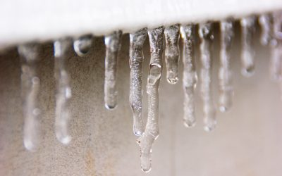 What's the Difference Between Ice Dams and Icicles?